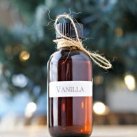 Frugal Foodie: Homemade Vanilla Extract Recipe ~ DIY Tutorial