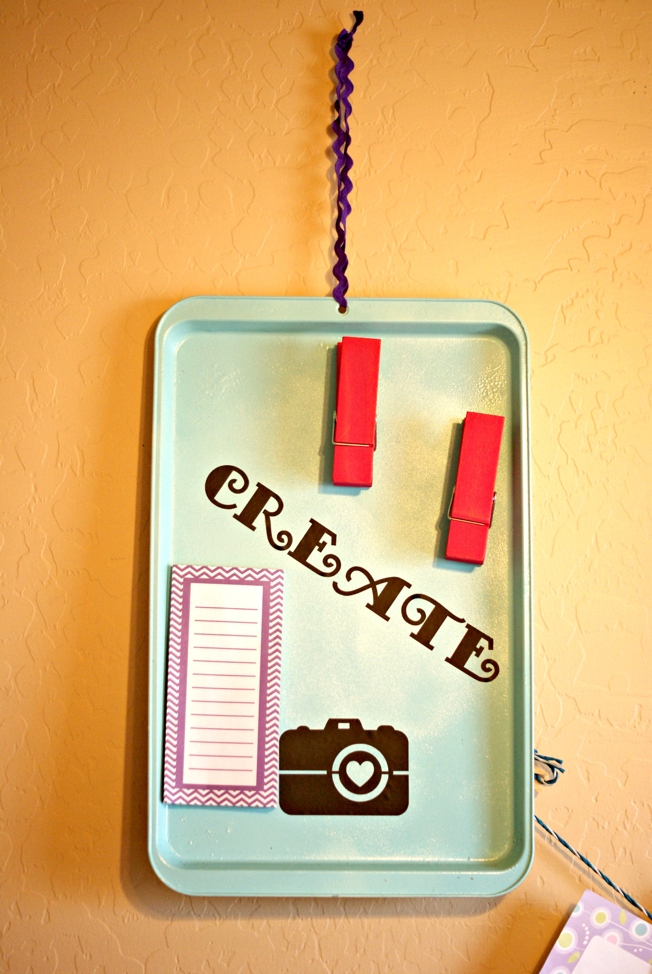 spray painted cookie sheet turned magnetic board via cleverpinkpirate. Black Bedroom Furniture Sets. Home Design Ideas