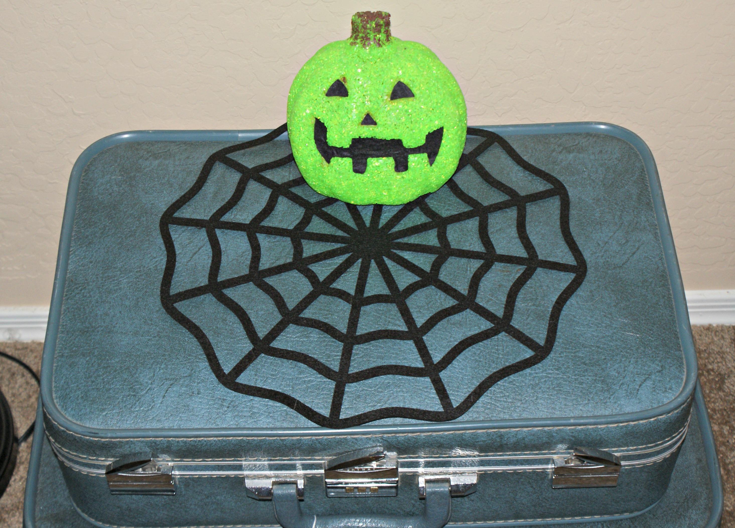 Easy And Inexpensive Halloween Mantel Decor