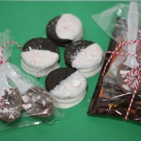 Last Minute Holiday Goodies: Chocolate Covered Oreos and Chocolate Spoons + A Roundup!