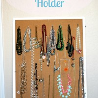 DIY Necklace Holder out of Corkboard