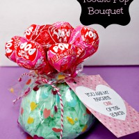 Valentine's Day Craft: Sucker Bouquet with Printable