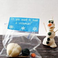 Frozen Olaf Party Favors (Homemade Playdough Recipe and Printable)