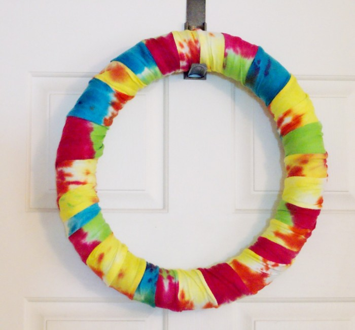 Summer Tie Dye Wreath ~ an easy and fun project for all ages!
