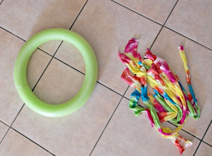 How to make a tie dye noodle wreath